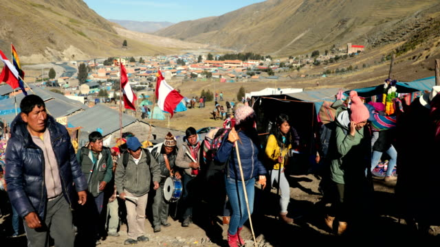pilgrims begin to arrive for the annual qoyllur rit'i festival on may 27, 2018 in ocongate, peru. every year, since 1783 in the sinakara valley at... - religious celebration stock videos & royalty-free footage