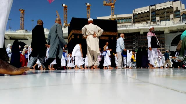 pilgrims circling around the kabah for umrah - pellegrino video stock e b–roll