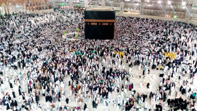 pilgrims circling around the kabah for umrah - kabah stock videos and b-roll footage