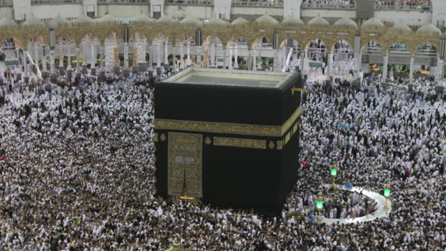 pilgrims circumambulate the kaaba in the evening in 4k - kabah stock videos and b-roll footage
