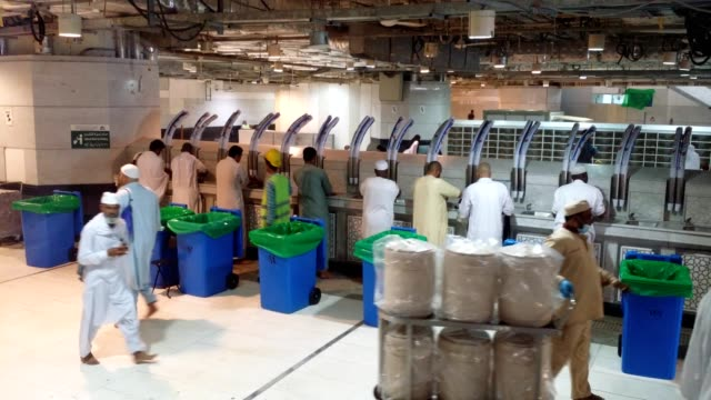 pilgrims doing ablution with holy water (zam zam) inside the al haram mosque (kabah) - holy water stock videos & royalty-free footage