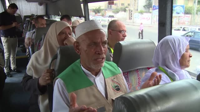 stockvideo's en b-roll-footage met pilgrims from gaza have been saying their farewells to relatives at the rafah border crossing with egypt before leaving for travel to saudi arabia... - bedevaart