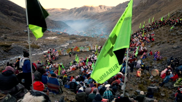 pilgrims gather for sunrise on the mountainside during the annual qoyllur rit'i festival on may 28, 2018 in ocongate, peru. every year, since 1783 in... - religious celebration stock videos & royalty-free footage