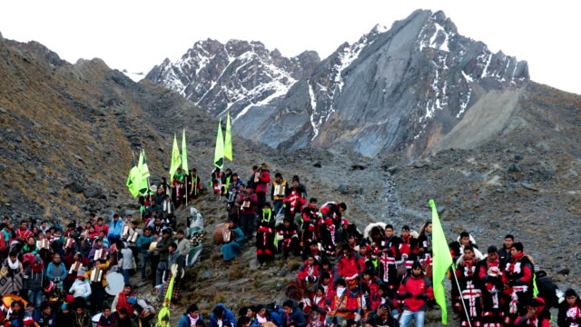 pilgrims gather for sunrise on the mountainside during the annual qoyllur rit'i festival on may 28 2018 in ocongate peru every year since 1783 in the... - religious celebration stock videos & royalty-free footage