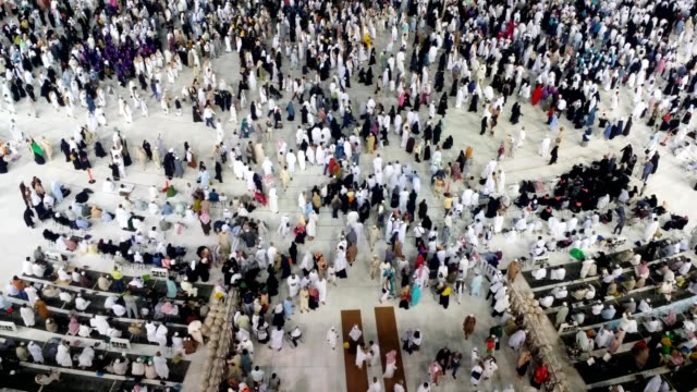 Pilgrims gathering and worshiping in Kabah for Umrah