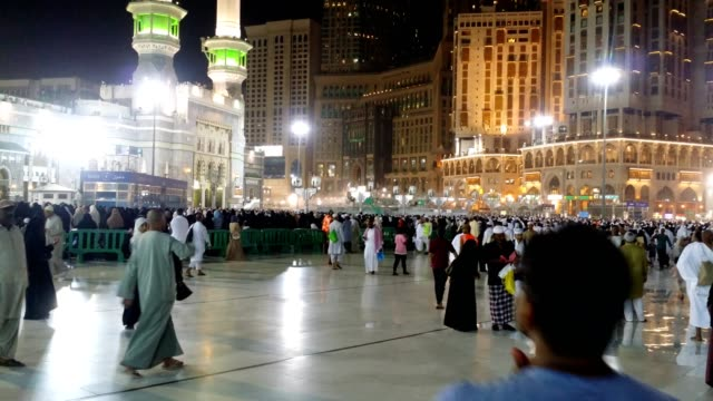 pilgrims gathering in the al haram mosque - pilgrimage stock videos & royalty-free footage