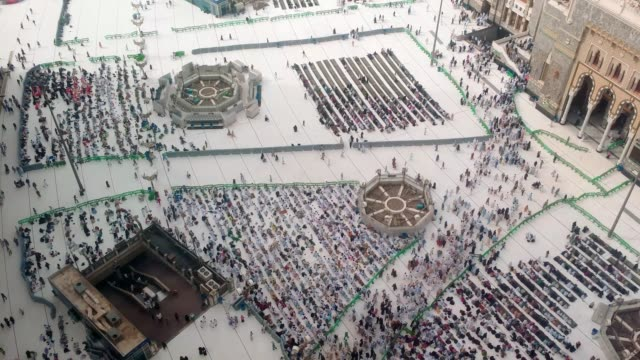 pilgrims gathering outside the al haram mosque - pilgrimage stock videos & royalty-free footage