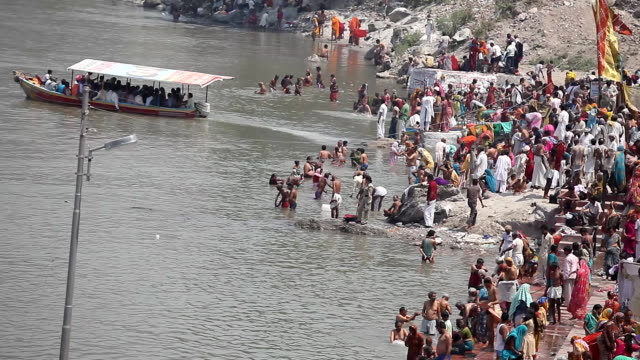 stockvideo's en b-roll-footage met pilgrims in ganges river for kumbh mela time lapse - ceremonie