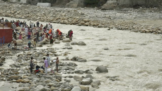 w/s pilgrims in gangotri (source of the ganges river) - water's edge stock videos & royalty-free footage
