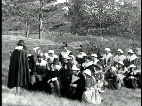 pilgrims in massachusetts kneel in a field and pray during a 1660s era reenactment - 巡礼点の映像素材/bロール
