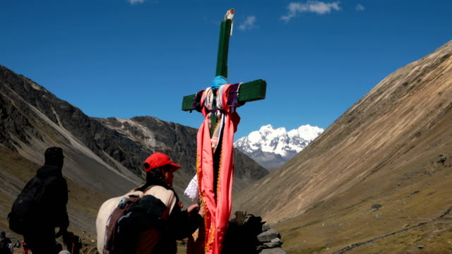 pilgrims visit a cross on the route to the annual qoyllur rit'i festival on may 27, 2018 in ocongate, peru. every year, since 1783 in the sinakara... - bolivian andes stock videos & royalty-free footage