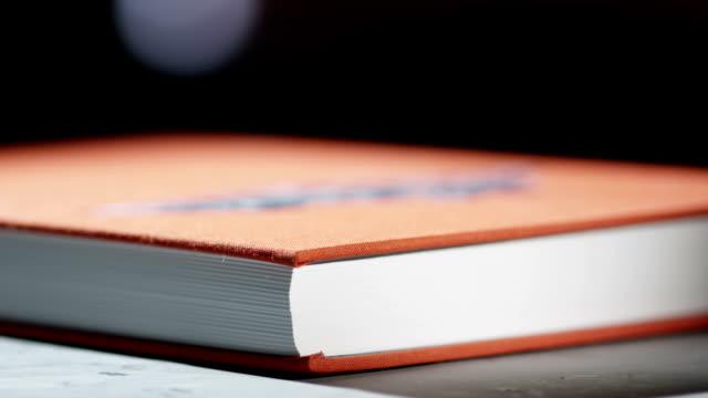 stockvideo's en b-roll-footage met piling up some books - stapelen