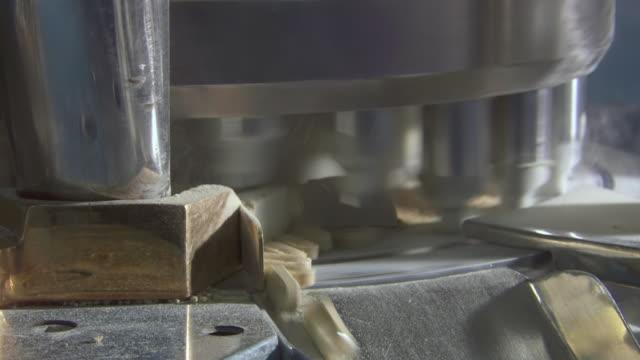 stockvideo's en b-roll-footage met ms pill making machine / gauteng, south africa - machinerie
