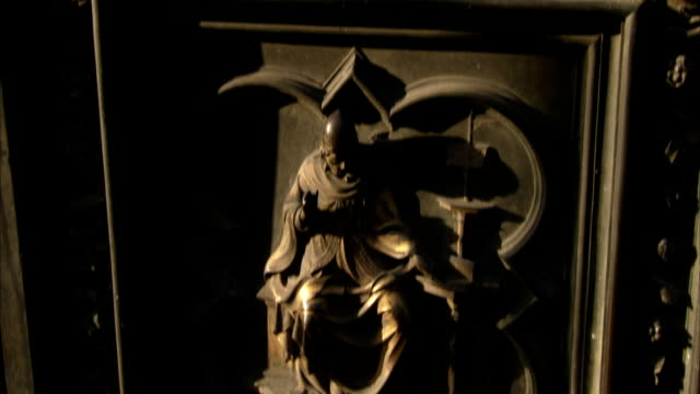 a pillar features bronze ornamentation in florence, italy. available in hd. - レリーフ点の映像素材/bロール