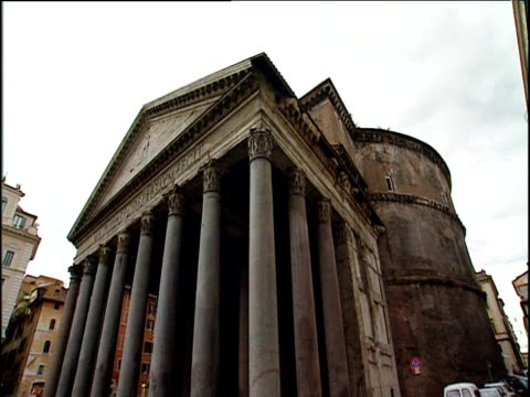 pillared portico of pantheon rome - architrav stock-videos und b-roll-filmmaterial
