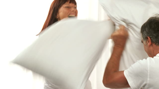 HD-SLOW-MOTION: Pillow Fight