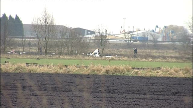 pilot dies in helicopter crash near doncaster; england: south yorkshire: sandtoft: ext wide shot of helicopter wreckage in field 'road closed' sign... - road closed englisches verkehrsschild stock-videos und b-roll-filmmaterial
