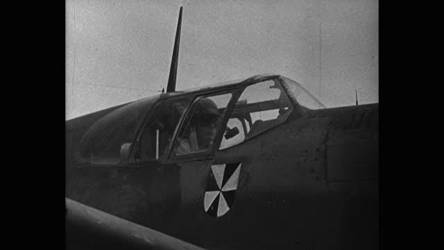 cu pilot flying german fighter plane - ドイツ国防軍 空軍点の映像素材/bロール