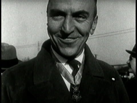 pilot hero eddie rickenbacker talking and smiling - anno 1925 video stock e b–roll