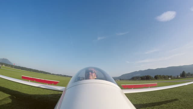 ld pilot landing his sailplane in sunshine - aircraft point of view stock videos & royalty-free footage