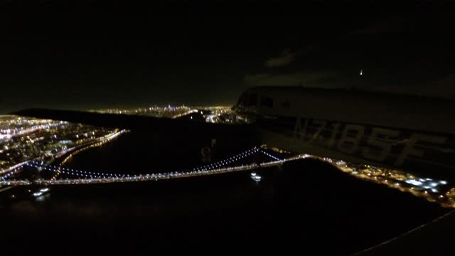 pilot mike grossman captured this dramatic footage of a fireball blazing in the sky over new york in january 2016. the american meteor society... - 30 seconds or greater stock-videos und b-roll-filmmaterial