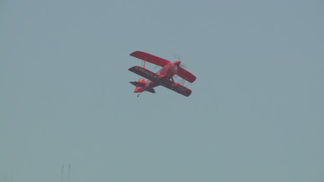 pilot sean d. tucker flies a custom-built oracle challenger iii at chicago 2015 air & water show on august 16, 2015 in chicago, illinois. - tucker stock videos & royalty-free footage