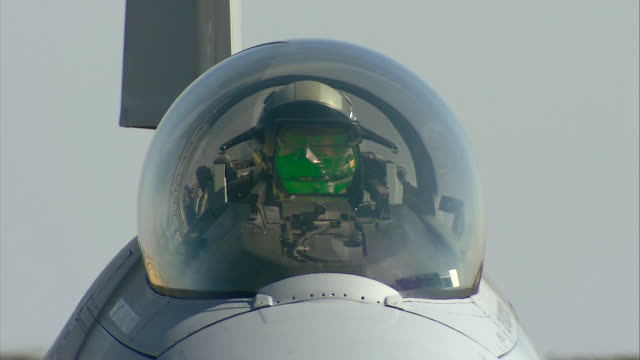 pilot starting engine of f-16 fighting falcon viper west at airport - general dynamics f 16 falcon stock videos & royalty-free footage
