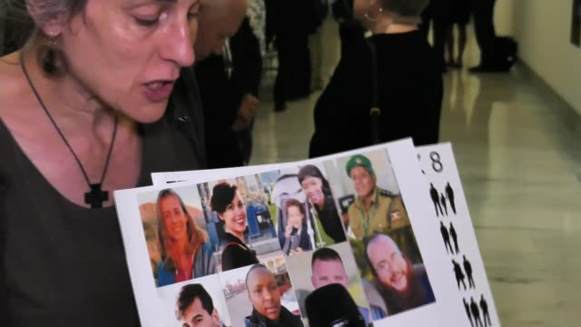 pilots attack boeing for lack of warning over faults in boeing 737 max aircraft usa washington dc int nadia milleron holding photographs of victims - boeing stock videos & royalty-free footage