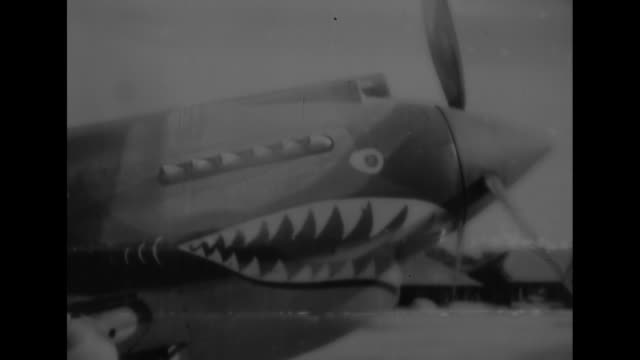 pilots of the 1st american volunteer group look over map and run to airplanes / vs nose of curtiss p-40 warhawk with emblematic painted teeth of the... - insignier bildbanksvideor och videomaterial från bakom kulisserna