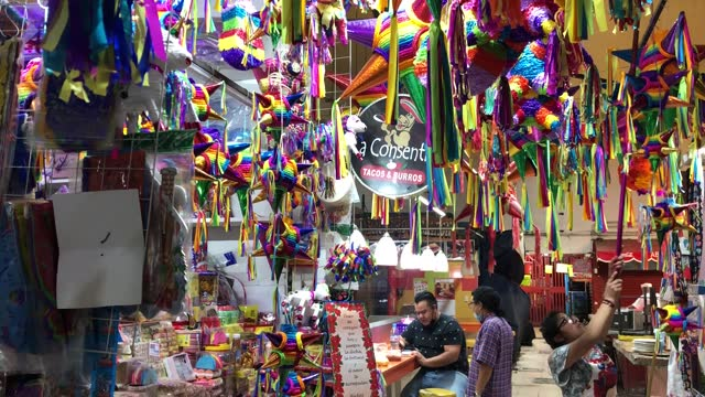 pinata seller waits for customers on the coyoacan market on december 12, 2020 in mexico city, mexico. authorities encourages its population not to go... - papier stock videos & royalty-free footage