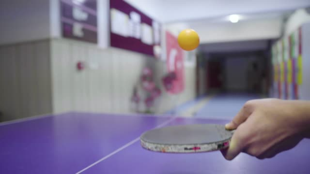 vídeos de stock e filmes b-roll de 4k ping pong is the best sport stock video - raqueta