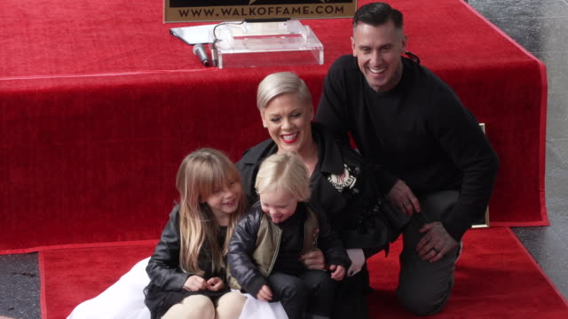 ink at p!nk honored with a star on the hollywood walk of fame - 歌手 ピンク点の映像素材/bロール