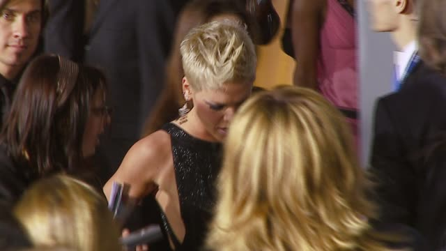 pink at the 2007 grammy awards arrivals at staples center in los angeles, california on february 11, 2007. - 歌手 ピンク点の映像素材/bロール