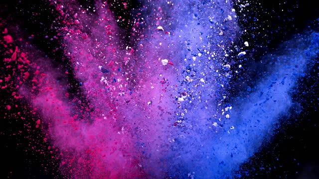 vídeos de stock e filmes b-roll de pink blue color powder explosion super slow motion - multi coloured