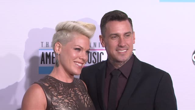 pink, carey hart at the 40th american music awards - arrivals on in los angeles, ca. - 歌手 ピンク点の映像素材/bロール