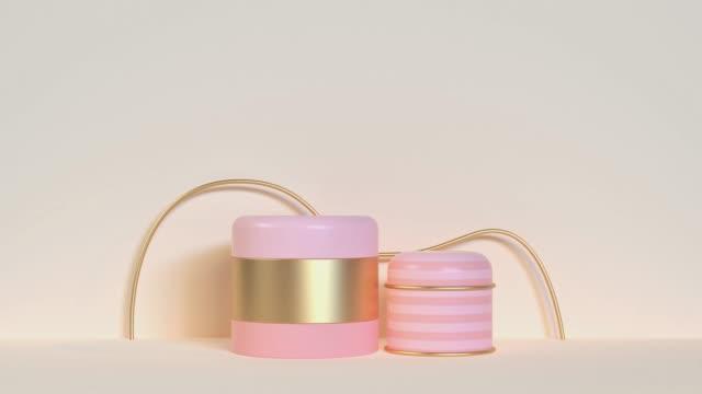 vídeos y material grabado en eventos de stock de rosa crema oro metálico reflexión geométrica forma abstracta movimiento 3d renderizado - tostada