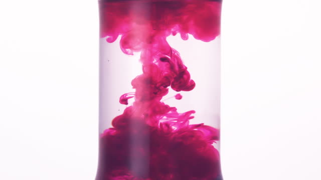 vidéos et rushes de pink ink injected into a scientific test tube with water - état liquide
