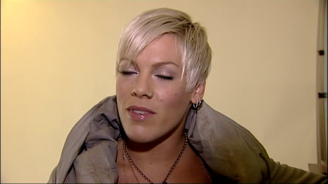 Pink sings karaoke in Trafalgar Square INT Pink interview SOT I think it well a lot of people were singingI thought there'd be less peopleI know how...