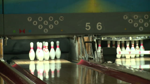 pins in a north korean bowling alley - ボウリング点の映像素材/bロール