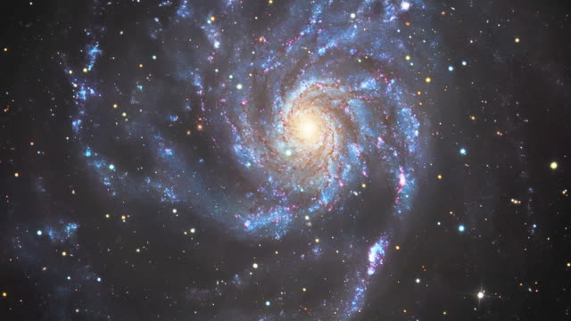 stockvideo's en b-roll-footage met pinwheel galaxy (m101), rotating - spiraal kronkeling
