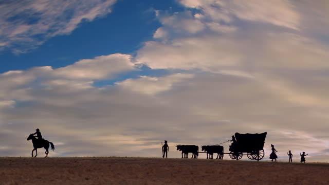 vídeos de stock, filmes e b-roll de pioneiros em hd - carroça