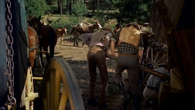 ms pioneers moving slowly past in horse-drawn wagons and on foot - arbetsdjur bildbanksvideor och videomaterial från bakom kulisserna