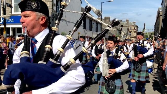 pipe band takes part in the langholm common riding on july 27, 2018 in langholm, scotland. langholm, known by locals as the 'the muckle toon', has... - bagpipes stock videos & royalty-free footage