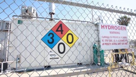 vidéos et rushes de pipeline carries hydrogen gas produced in the tri generation power and hydrogen device at the orange county sanitation district waste treatment... - segment monté