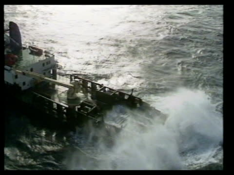 north stern of salvage boat rocking up and down in rough sea airv floating cranes - dondolarsi video stock e b–roll