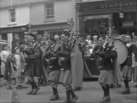 pipers in kilts march through the town of killorglin at the start of the puck fair. - bagpipes stock videos & royalty-free footage