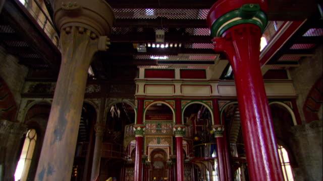 vídeos y material grabado en eventos de stock de pipes fill the interior of a pumping station in london. - reforma