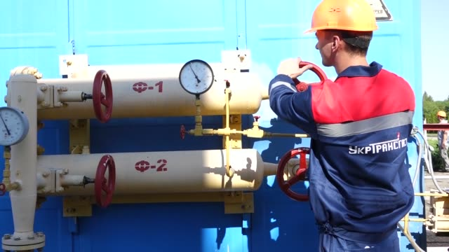 vidéos et rushes de pipework is seen at a gas metering and compressor monitoring station, operated by ukrtransgaz, a unit of ukraines state energy company nak naftogaz... - ukraine