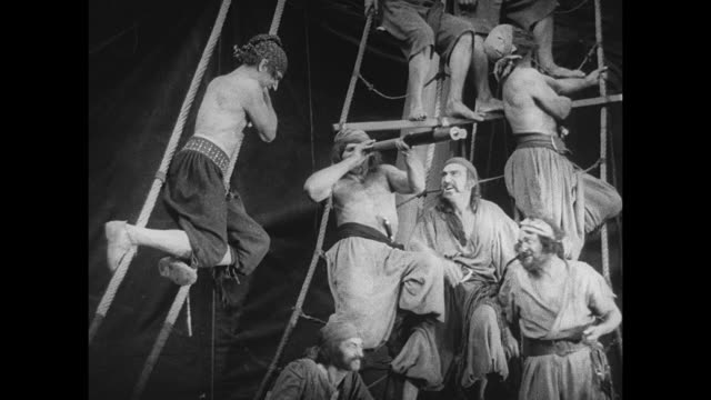 pirate (douglas fairbanks) ambushes one of his victims and ties him to a mast - seeräuber stock-videos und b-roll-filmmaterial