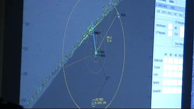dutch escort ship off dutch navy frigate de ruyter at sea crew on deck manning machine gun int fire team putting on equipment officers in war room... - ソマリア点の映像素材/bロール